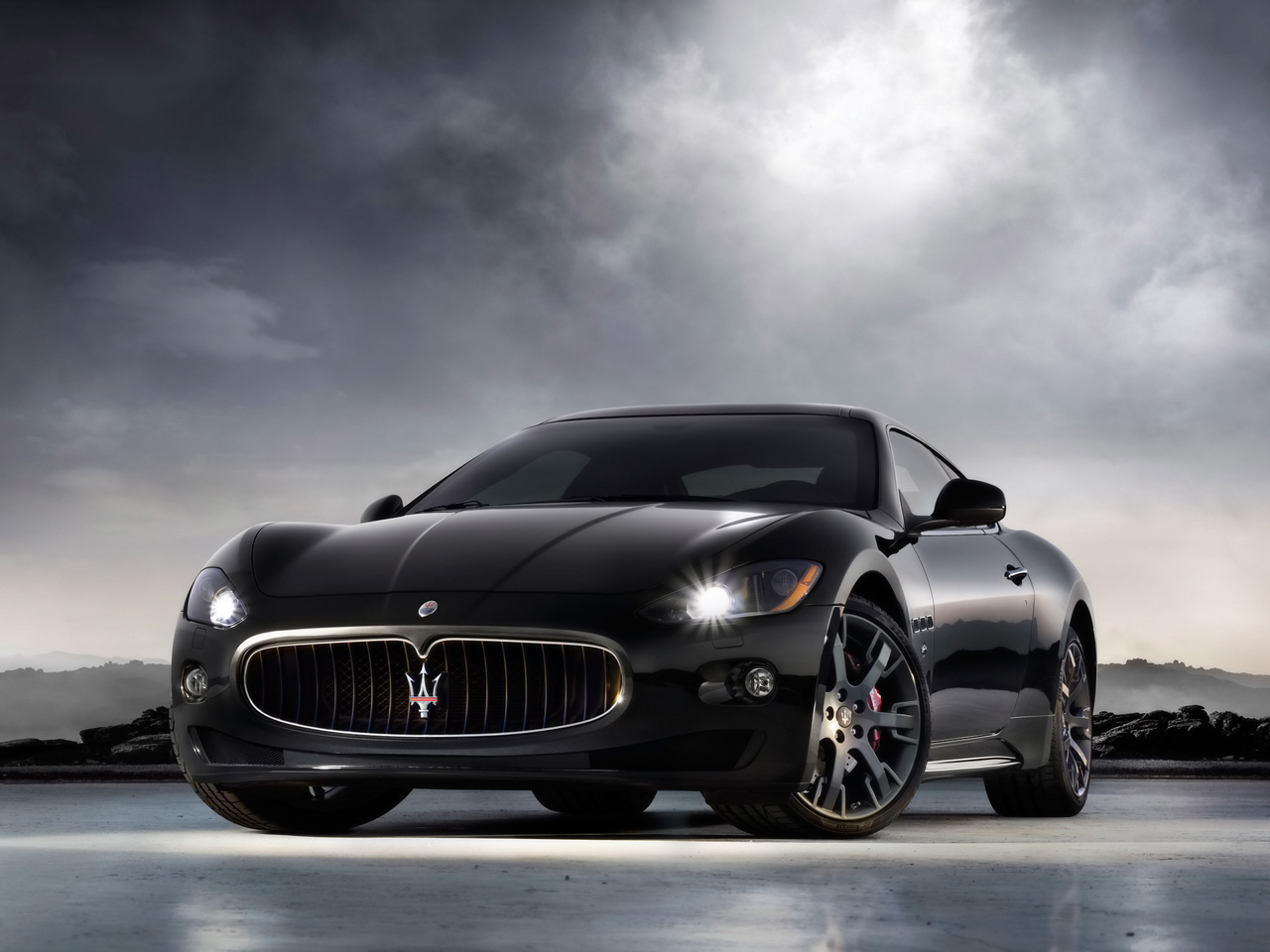 Mercado: Sección de Vehículos. Maseratidecolornegro